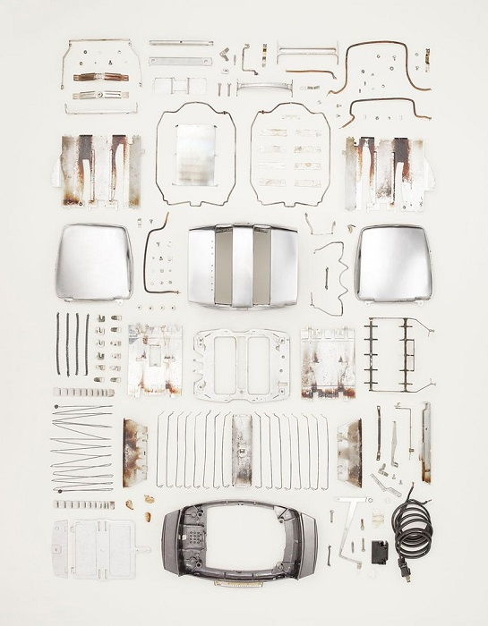 Disassembled bread toaster