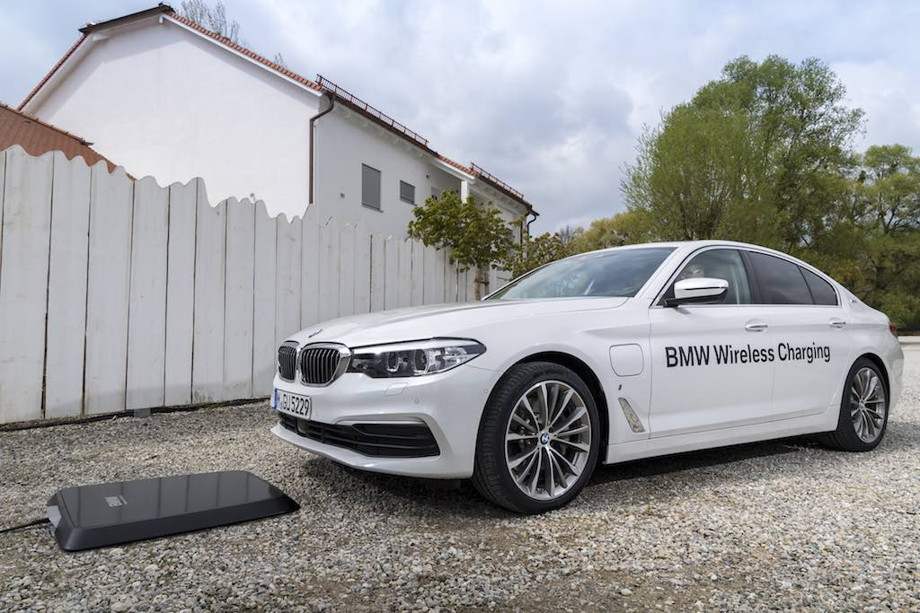 BMW Will Add Wireless Charging Option for the 2018 Model Year 530e
