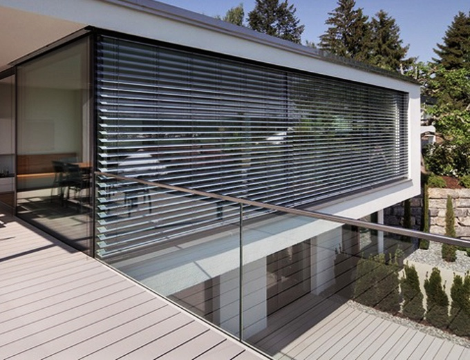 These Smart Window Blinds Can Generate Solar Power for Your Home