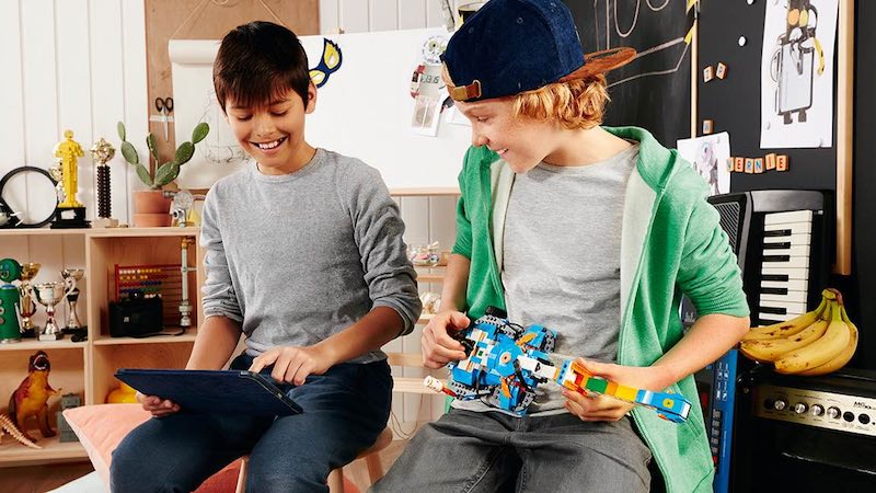 New Lego Boost Set Helps Children Learn How to Code