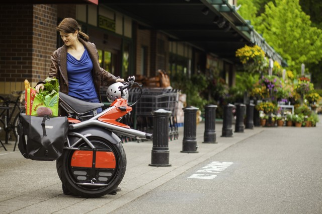 This One-Wheeled Electric Motorbike Looks Like Something Out of a Sci-Fi Movie