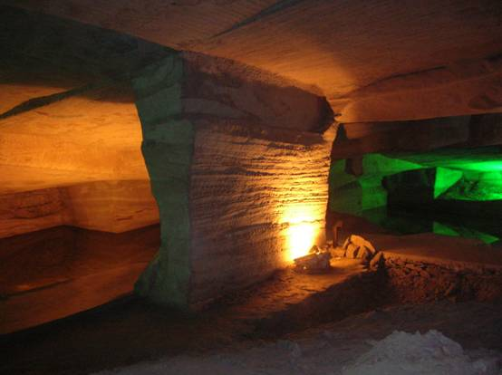 The Ancient Man-Made Longyou Caves Surrounded in Mystery