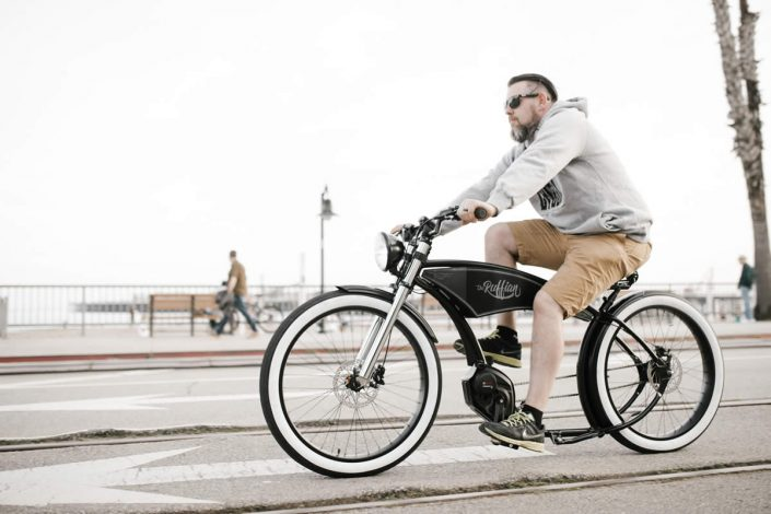 This High Performance E-Bike Looks and Feels Like a Vintage Chopper