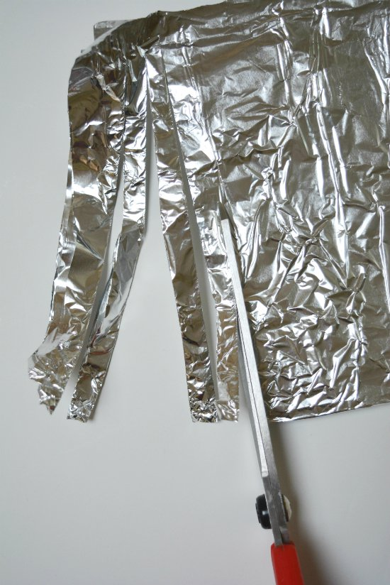 10 Simple Aluminum Foil Life Hacks You Can Try Right Now