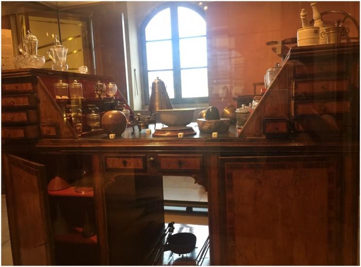 museo galileo chemistry desk ©susanfourtane