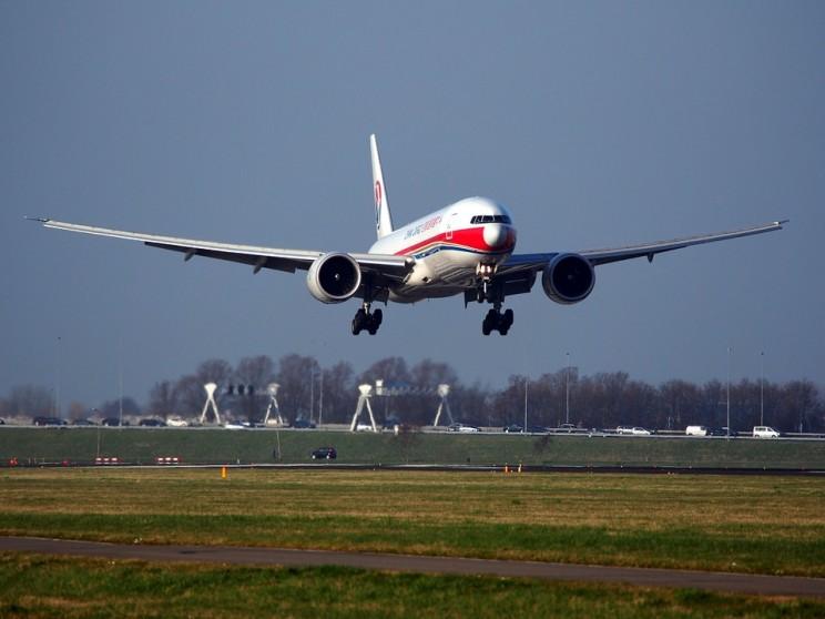 Watch An Emirates A380 Land In A Ferocious Crosswind