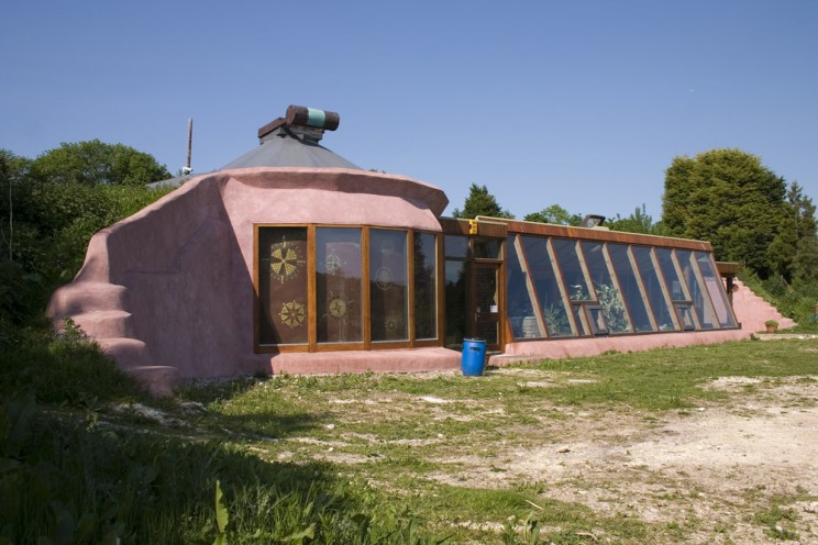Evaluating the Earthship – an Effective Sustainable Building Concept, or Not?