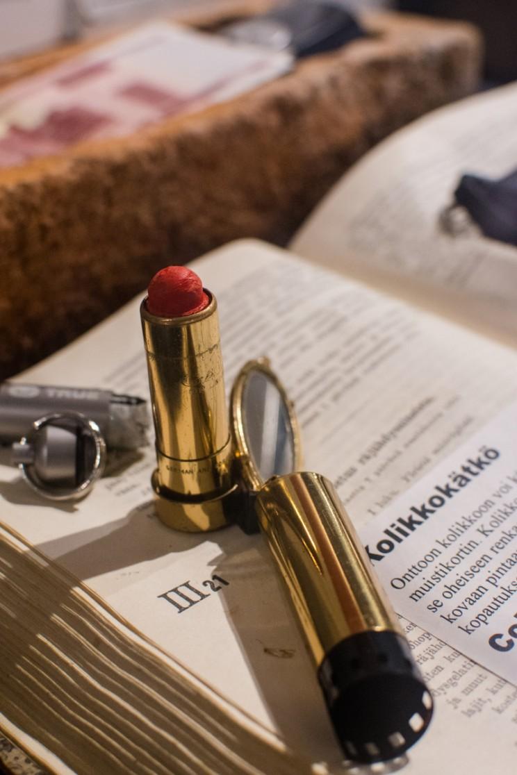 female spy lipstick with microfilm compartment