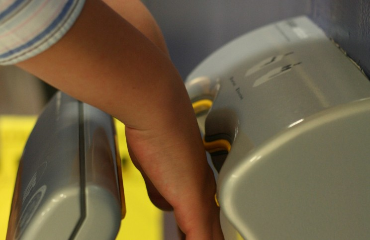 Hospital Toilets Should Not Include Jet-Air Dryers According to a Recent Study