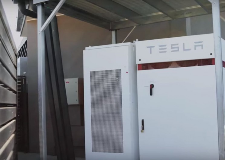 Australian School Tries Out Tesla's Powerpack and Inverter System