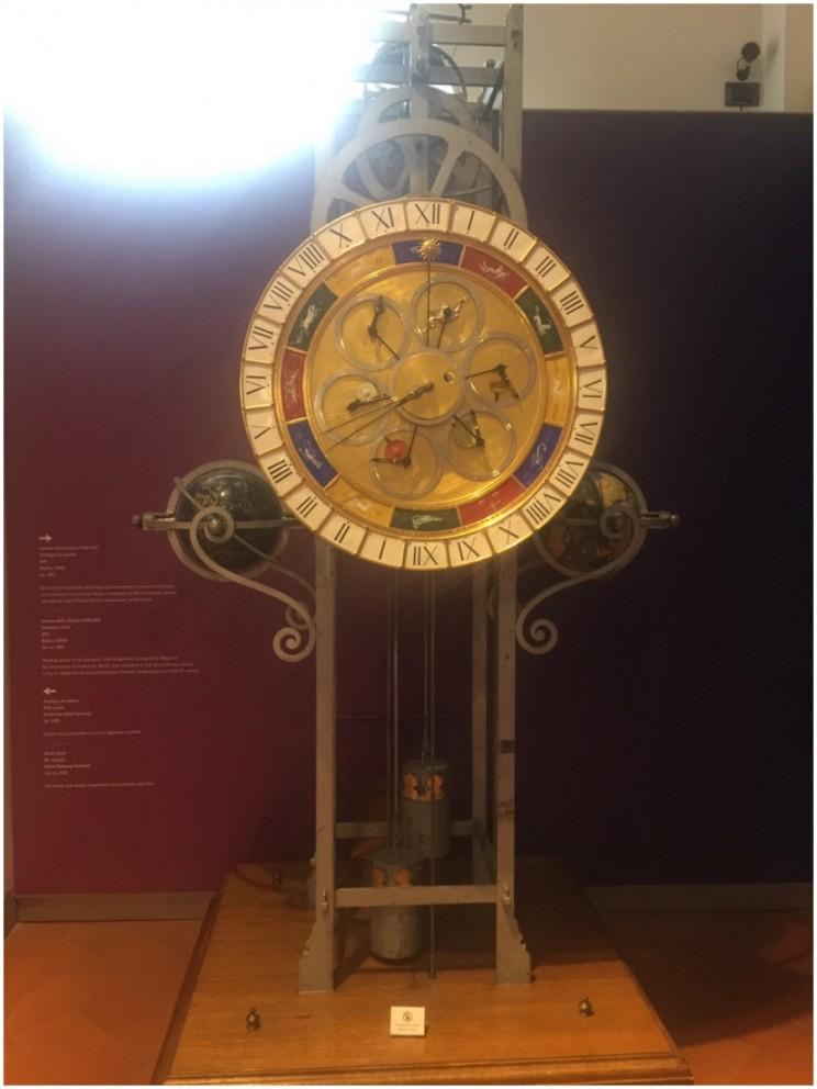 planetary clock ©susanfourtane