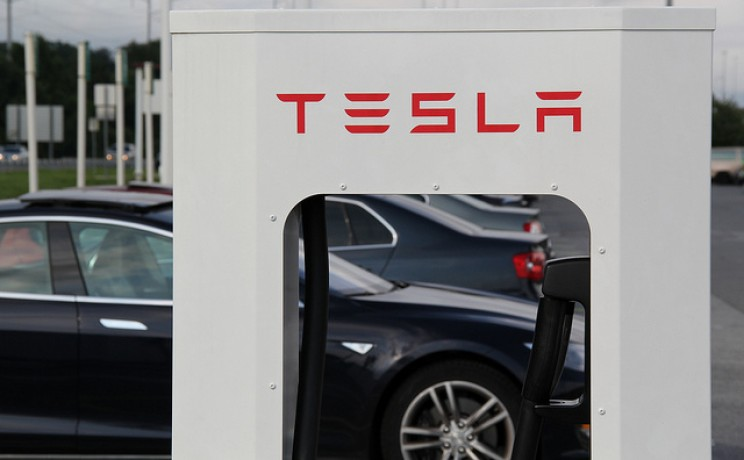 Tesla Drivers Collect Data to Show Battery Degradation at Less than 10% After 250,000 km