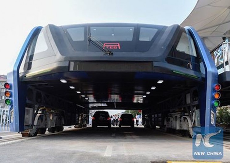 China is Testing Bus that Drives Over Cars