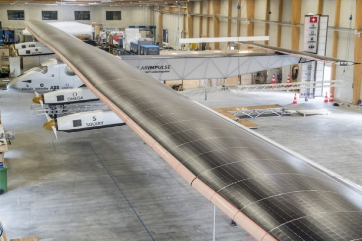747 sized solar plane will attempt to fly around the globe
