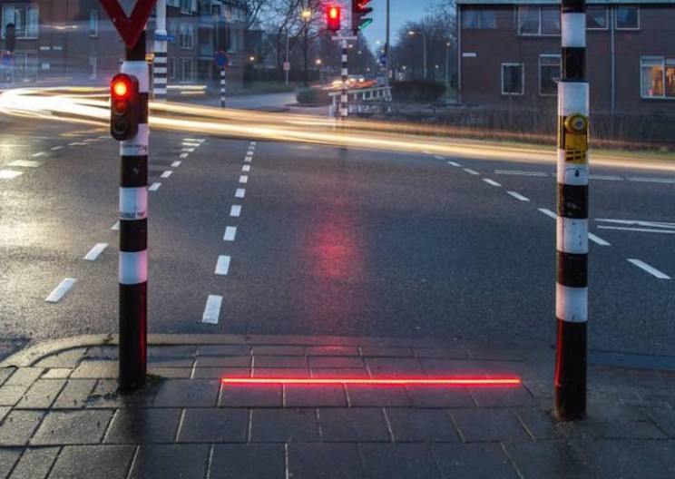 Dutch Town Installs Ground Level Traffic Lights for Smartphone Addicts
