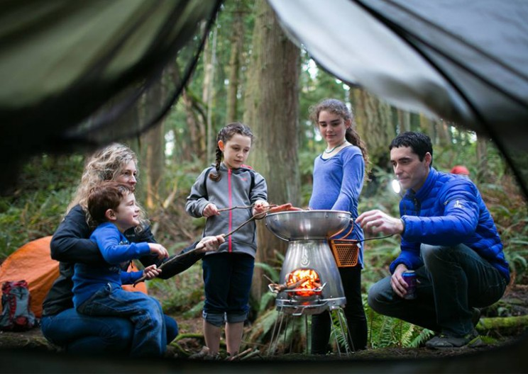 Camp Stove Turning Fire Into Electric and Charging Your Devices by Fire
