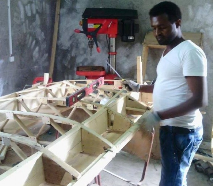 Man builds his own plane in Ethiopia