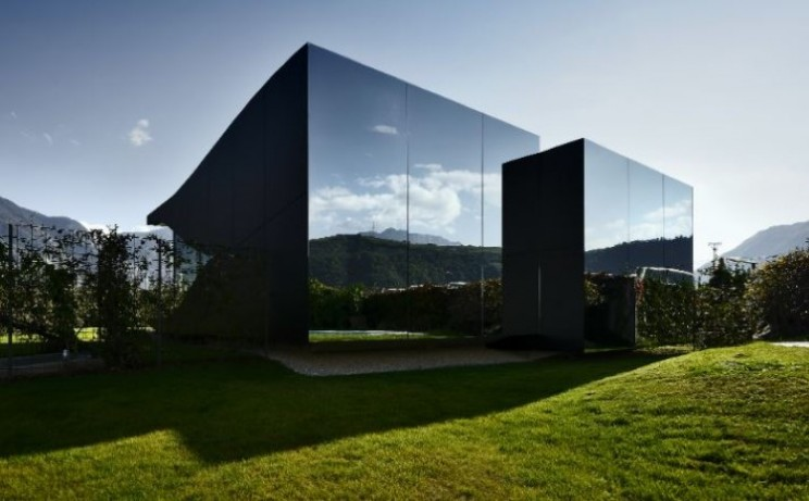Mirror Houses reflect the beauty of the Dolomites