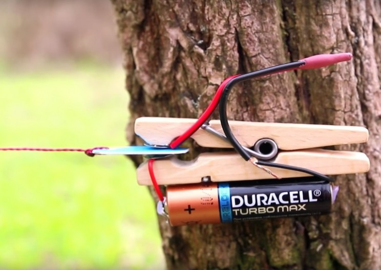 How to Create a Trip-wire Alarm with a Few Simple Items