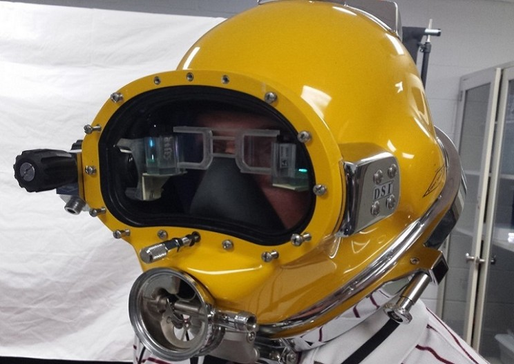 Navy Engineers Develop Futuristic HUD for Diving helmets