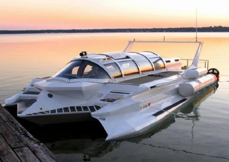 This Impressive Seagoing Vessel Is Both a Speed Boat and a Submarine