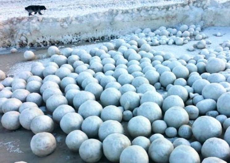 An Unusual Phenomenon: Huge Ice Balls Hit the Russian Shore