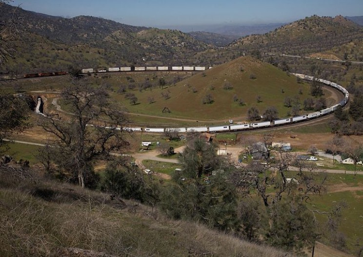 Going Round the Bend With the Tehachapi Loop