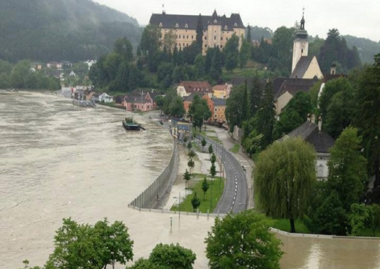 Mobile Flood Walls Keep This Austrian Town Safe