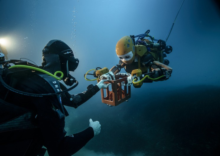 Stanford's Humanoid Robot Recovers Treasures from Wrecked Ship