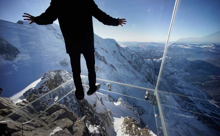 Crazy glass box over French Alps not for the faint hearted
