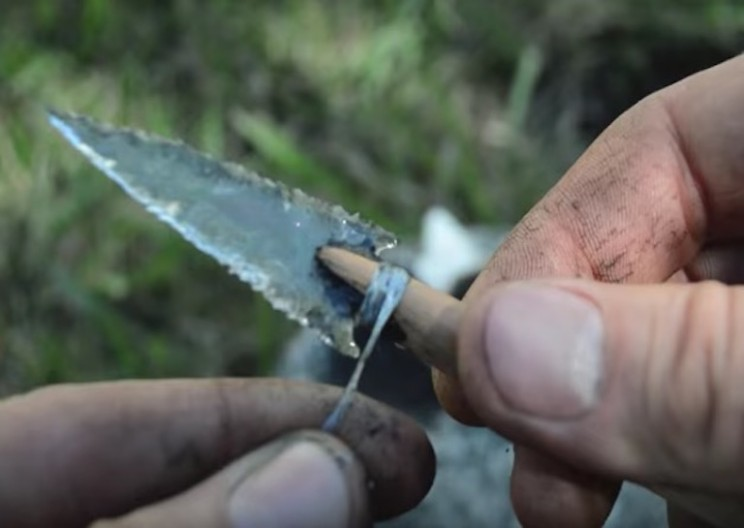 Worker Transforms Old Whiskey Bottle into Beautiful Glass Arrowhead