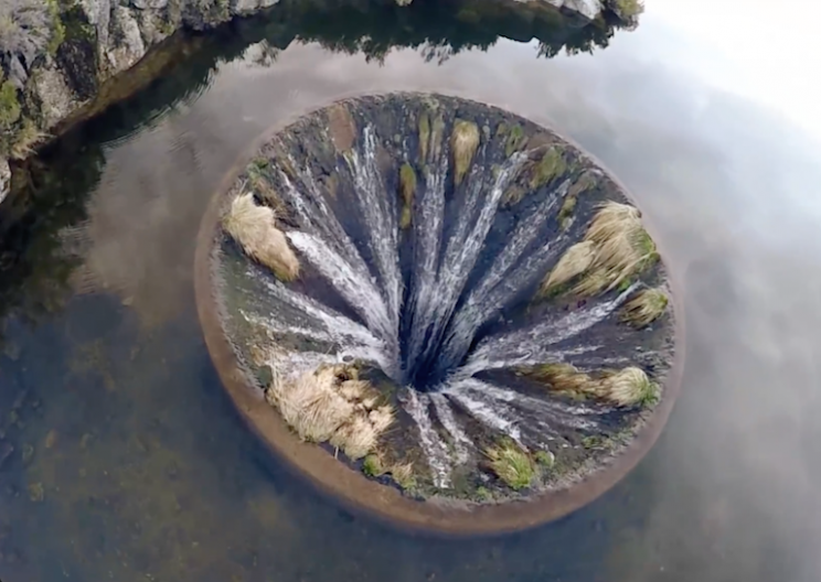 Covão do Conchos Spillway Looks Like A Portal To A Parallel Universe