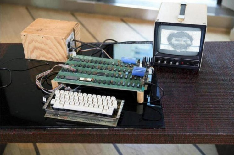 Apple 1 computer fetches US$905,000 at Bonhams