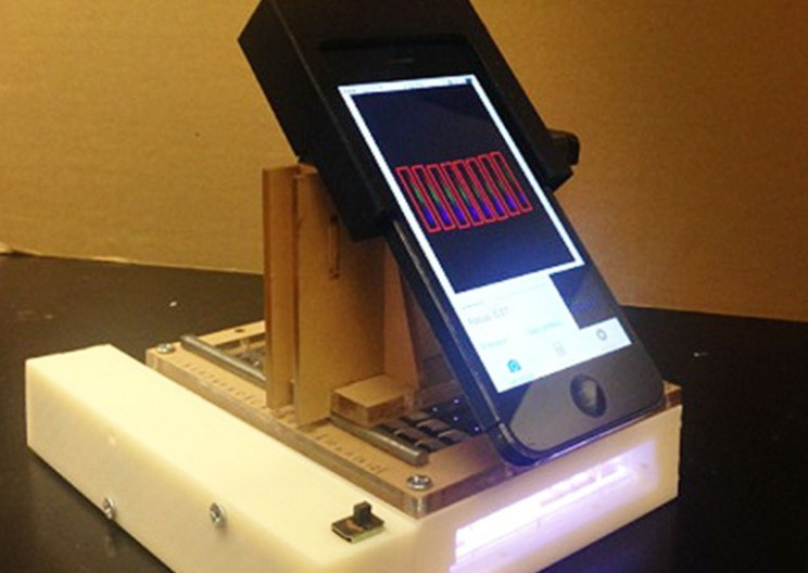 This Smartphone Add-on Identifies Cancer with 99 Percent Accuracy