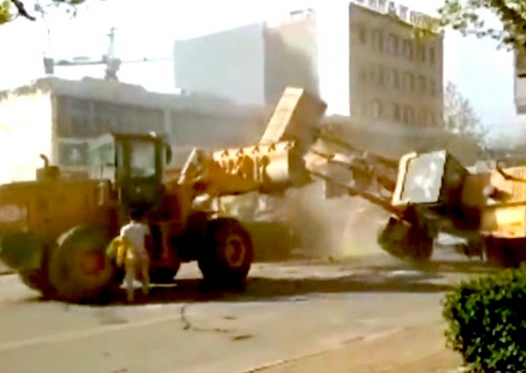 Chinese Construction Workers Brawl with Bulldozers