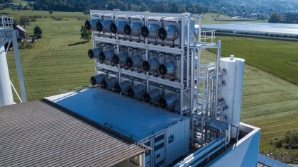 This Enormous Machine Just Started Extracting Carbon Dioxide from Air