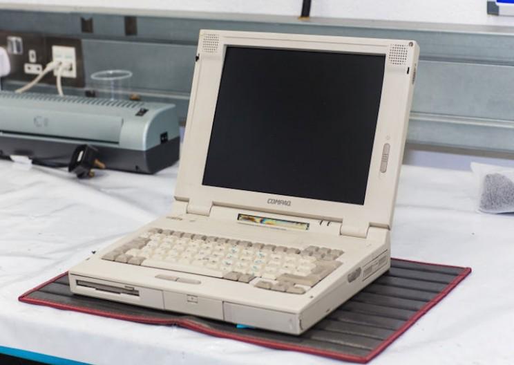 McLaren Needs a 1990s Laptop to Service their F1 Supercar
