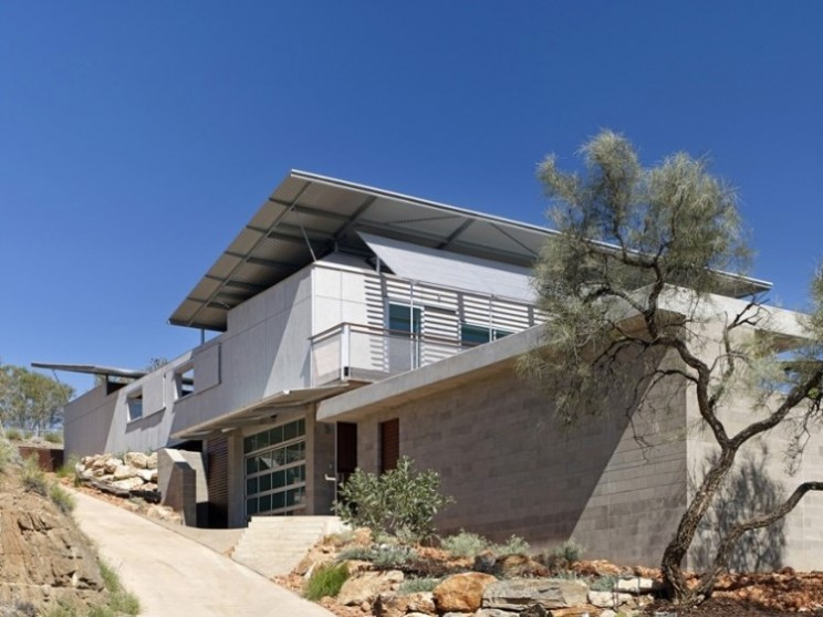 Desert House keeps it's cool and generates own power