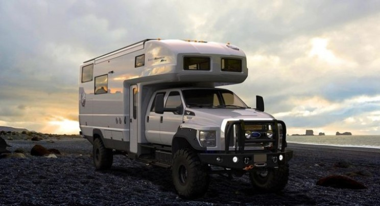 EarthRoamer XV-HD van takes families off the road and grid