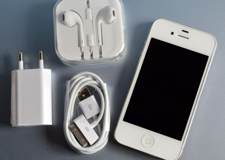 99 Percent of Counterfeit iPhone Chargers Fail Basic Safety, Study Reports
