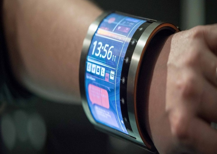 FlexEnable creates a 4.7 inch flexible screen that wraps around your wrist