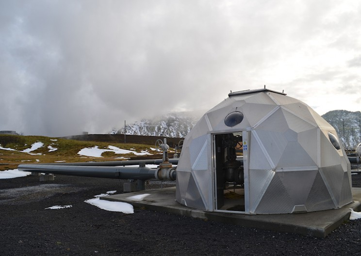 Geothermal Power Plant Turns CO2 Emissions Into Solids