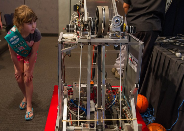 10 Great Initiatives that Bring Girls into STEM
