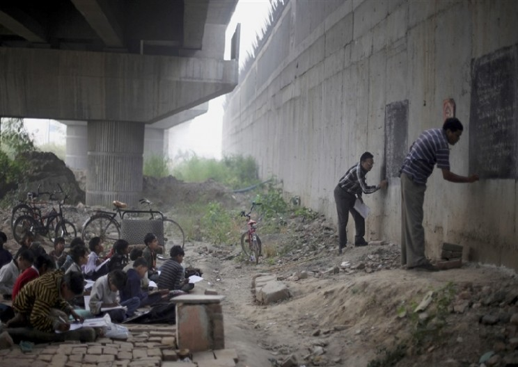 Heroes Offer Free School Under Bridge In New Delhi