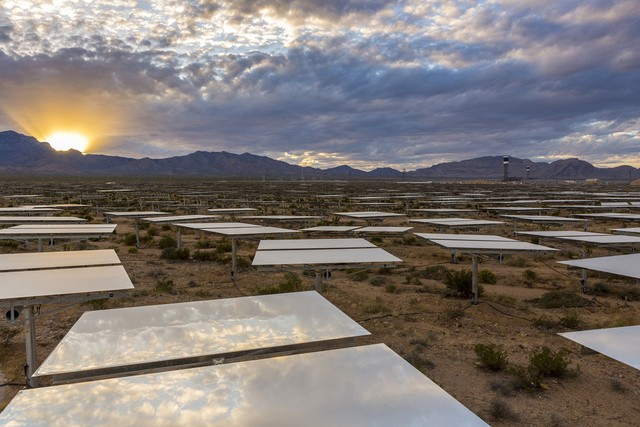Ivanpah Solar Power Station is Now Functioning