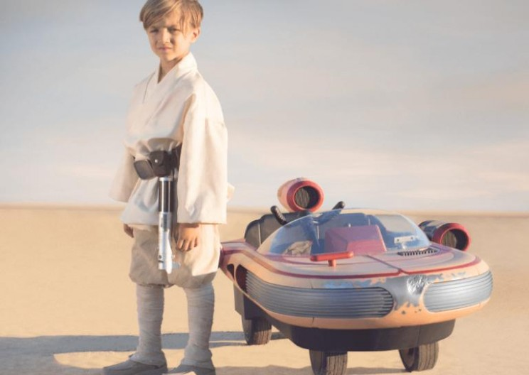This Mini Landspeeder Is the Ultimate Present for Little Star Wars Fans