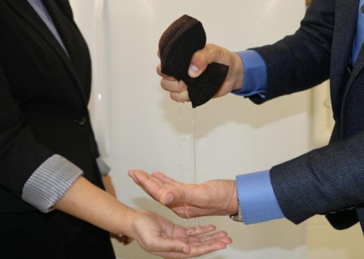 This 'Super Sponge' Cleans Mercury from Water in Just Five Seconds