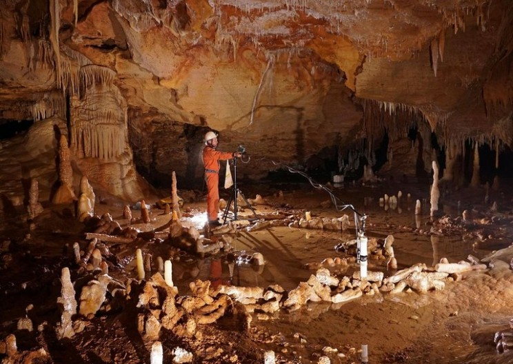 175,000 Year Old Neanderthal Constructions Discovered in Cave