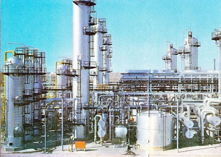Oil Refineries: The Incredible Process of Turning Crude Oil into Jet Fuel