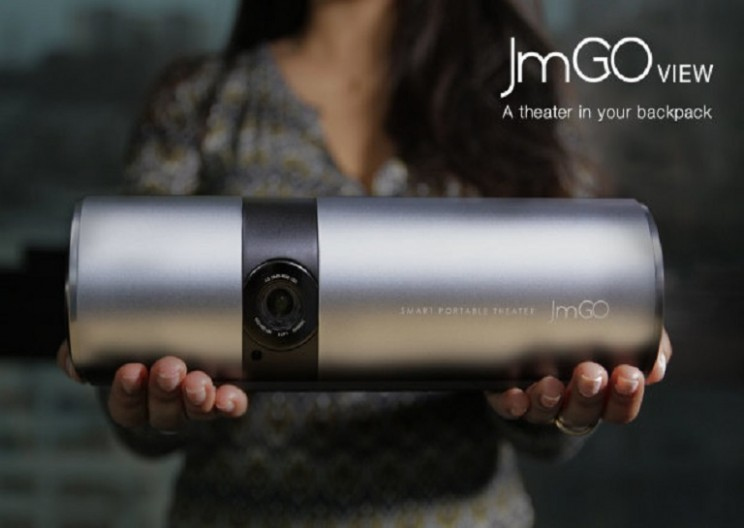Projector that Fits in Your Backpack: JmGO View